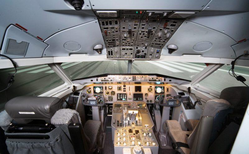F100 cockpit